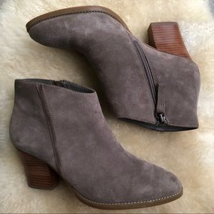 Susina Kayden suede ankle boots booties taupe WIDE